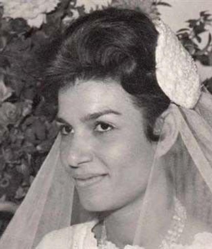 شاهد صورة نادرة لـ إنعام سالوسة بفستان الفرح