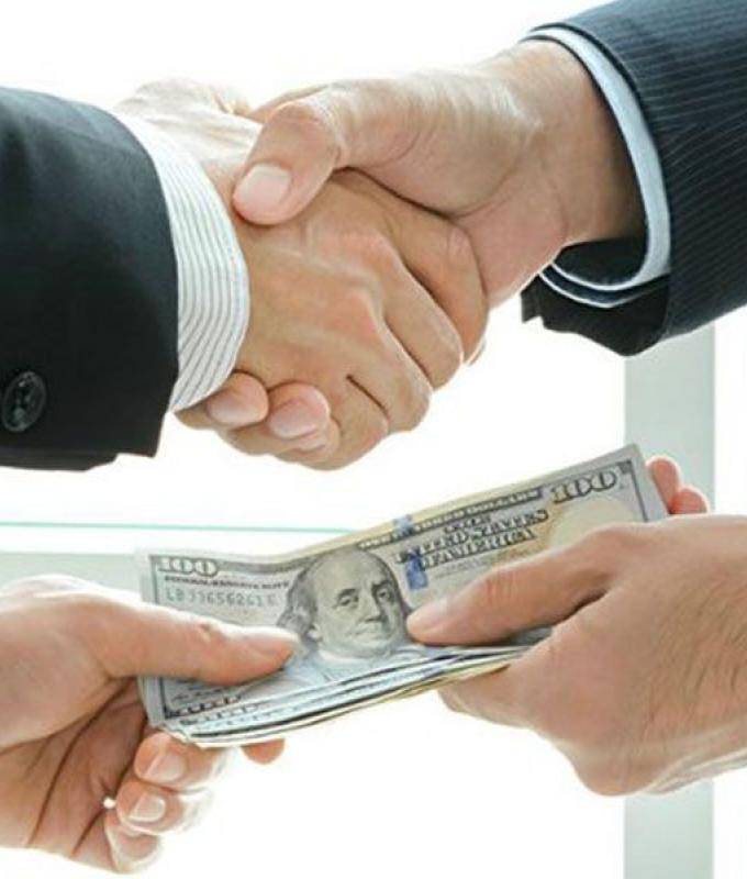 الأزمة الاقتصادية سهّلت تبييض الأموال.. شيكات للبيع وتحايل على التحويل