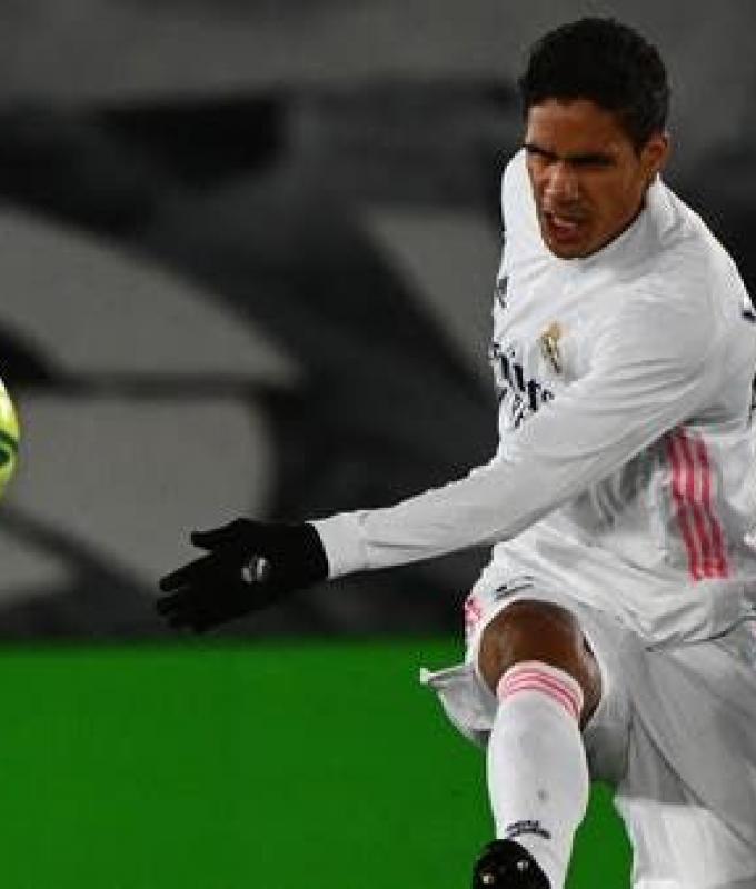 مانشستر يونايتد يتوصل إلى اتفاق مع ريال مدريد لضم فاران