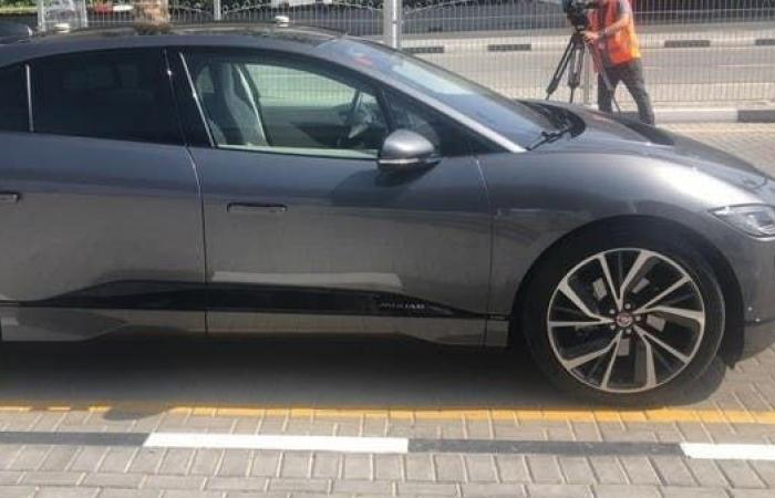 تجربة أول سيارة ذاتية القيادة بشوارع دبي
