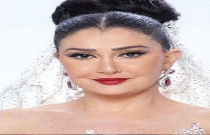غادة عبد الرازق تثير ضجة بفستان زفاف