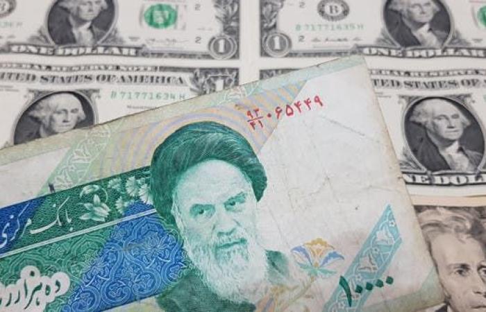 تفاقم كورونا يهبط بالريال الإيراني لأدنى مستوى في عام