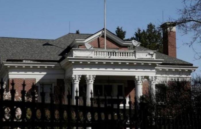 السفارة الروسية تعلق خدماتها في طهران