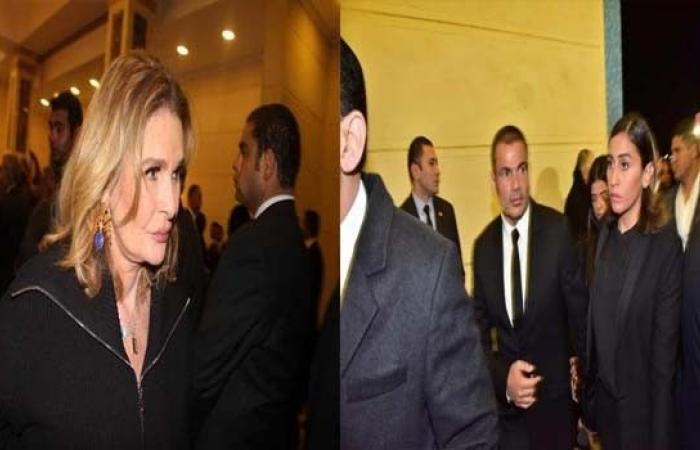 عمرو أديب يعلق على فيديو نجوم الفن وهم يتصدّرون عزاء مبارك