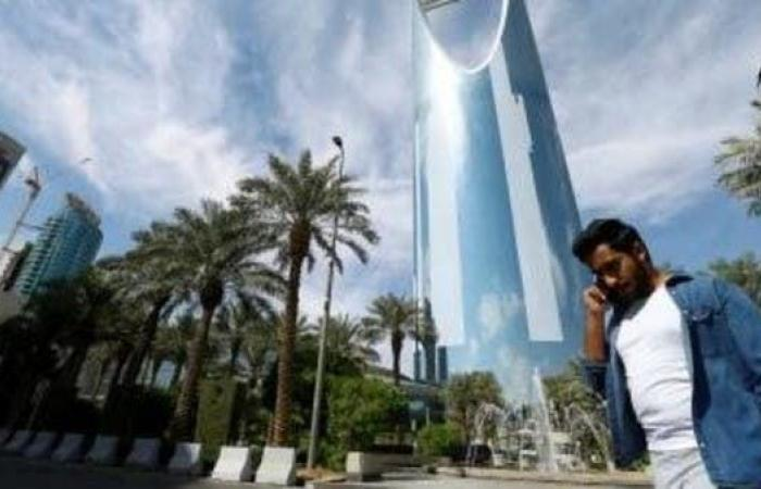 السعودية.. قرار ينظم تعاقدات العمل بمواجهة كورونا
