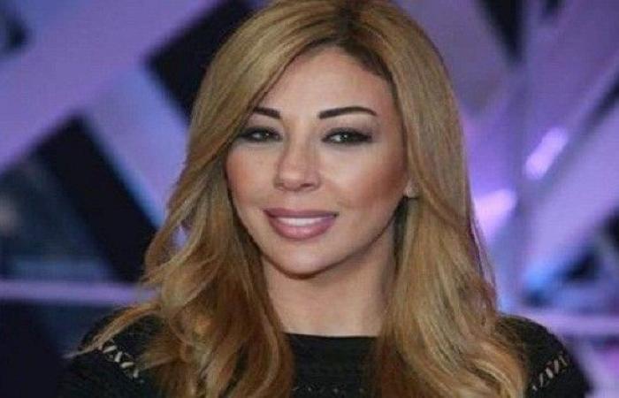 فنانة لبنانية تنعى والدتها وتطلب عدم تقديم العزاء