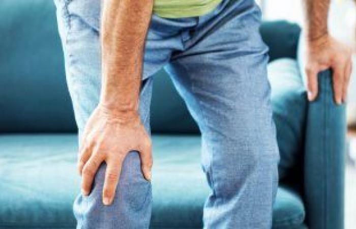 """تعرف على أسباب """"طرقعة"""" الركبة.. أبرزها الدوران المفاجئ وإصابة الغضروف"""