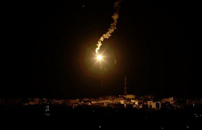 قنابل مضيئة فوق ميس الجبل