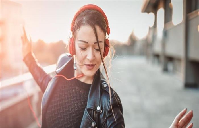 دراسة: فائدة مهمة للدماغ عندما تعلق أغنية في رأسك