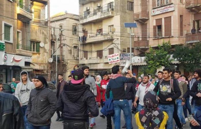 قطع طريق البداوي إحتجاجا على توقيف أحد فاعليات المنطقة