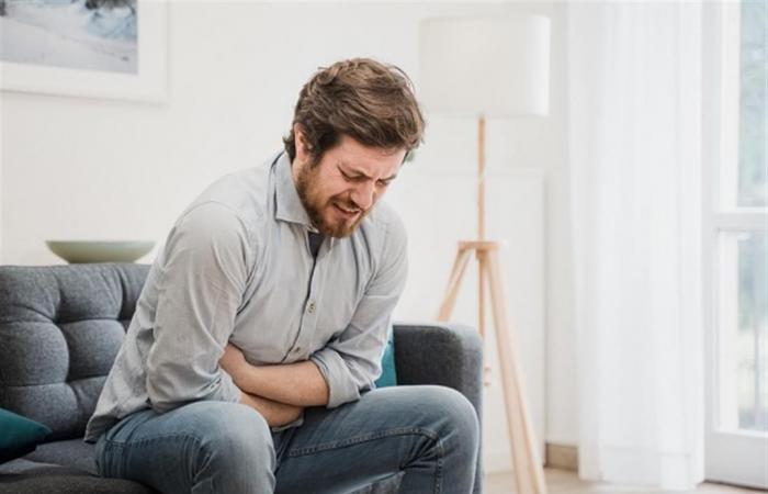 لماذا يشعر البعض بآلام في المعدة بعد تناول الفاكهة؟