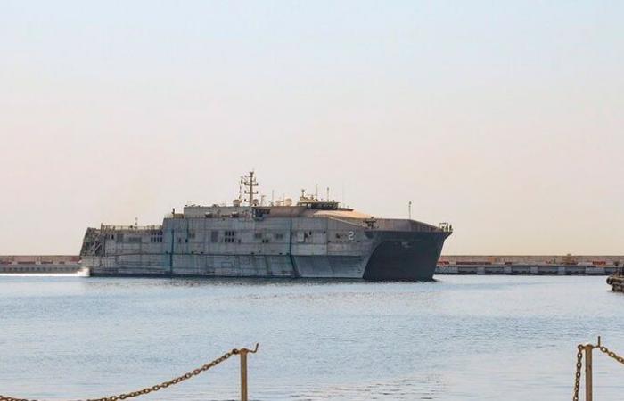 """""""زيارة تاريخية""""… الأسطول الخامس الأميركي في مرفأ بيروت"""