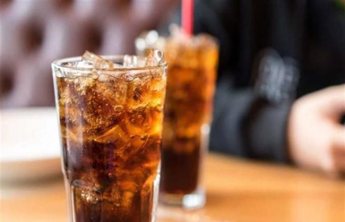 فارق الحياة.. ماذا حدث في جسم شاب شرب 1.5 لتر مشروب غازي في 10 دقائق؟