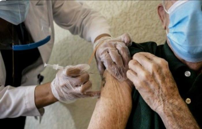 """6 علامات تشير إلى إصابت بـ """"كورونا"""" بعد التطعيم"""