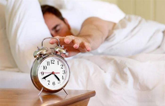 النوم أقل من 7 ساعات يوميا يزيد الوزن.. كيف ذلك؟