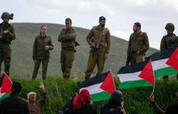 القوات الإسرائيلية تعتدي بالضرب على شبان فلسطينيين بساحة باب العامود